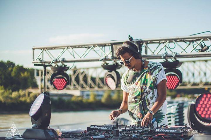DJ auf Bootsparty auf der Donau, DJ Equipment